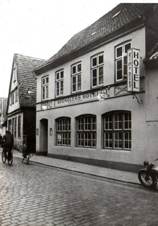 Altes Foto des Hauses Lollfuß 15, als es noch Spenglers Hotel war.