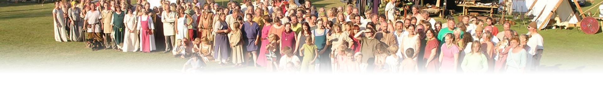 alle Teilnehmer des letzten jahres als Wikinger auf dem Gruppenfoto