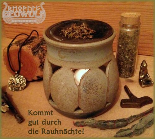 Bild zeigt ein Räucherstövchen: Keramikbecher mit seitlichen Öffnungen und draufliegendem Sieb